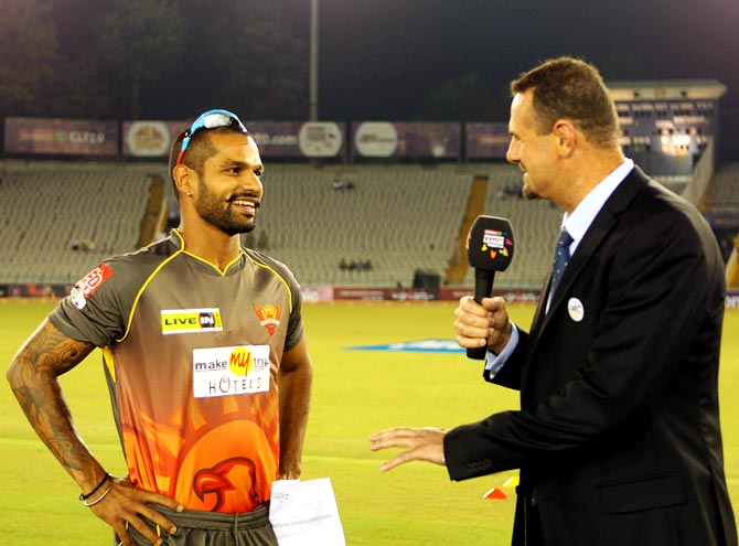 Sunrisers Hyderabad's captain Shikhar Dhawan (left) speaks to Simon Doull