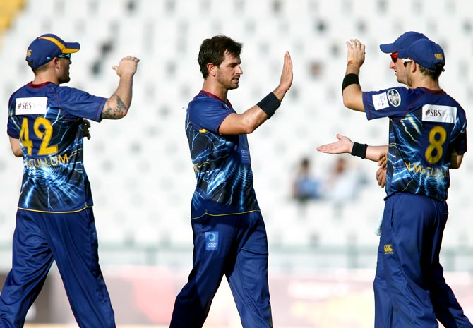 Ryan ten Doeschate (centre) celebrates with Otago Volts team mates after getting the wicket of Dilhara Lokuhettige