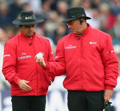 Umpires Tim Robinson and Aleem Dar inspect the ball during the 3rd NatWest Series ODI match between England and New Zealand at Trent Bridge on June 5, 2013