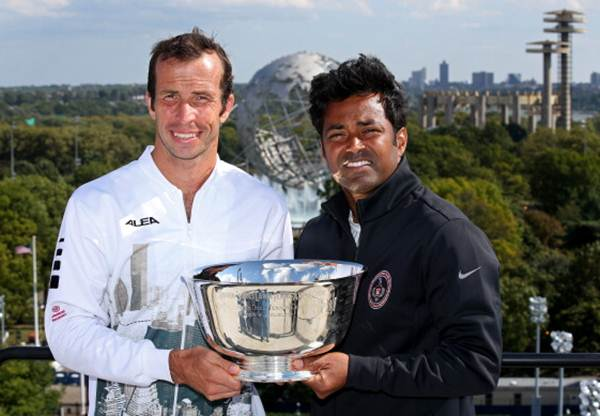 Leander Paes (R) and Radek Stepanek pose the US Open trophy
