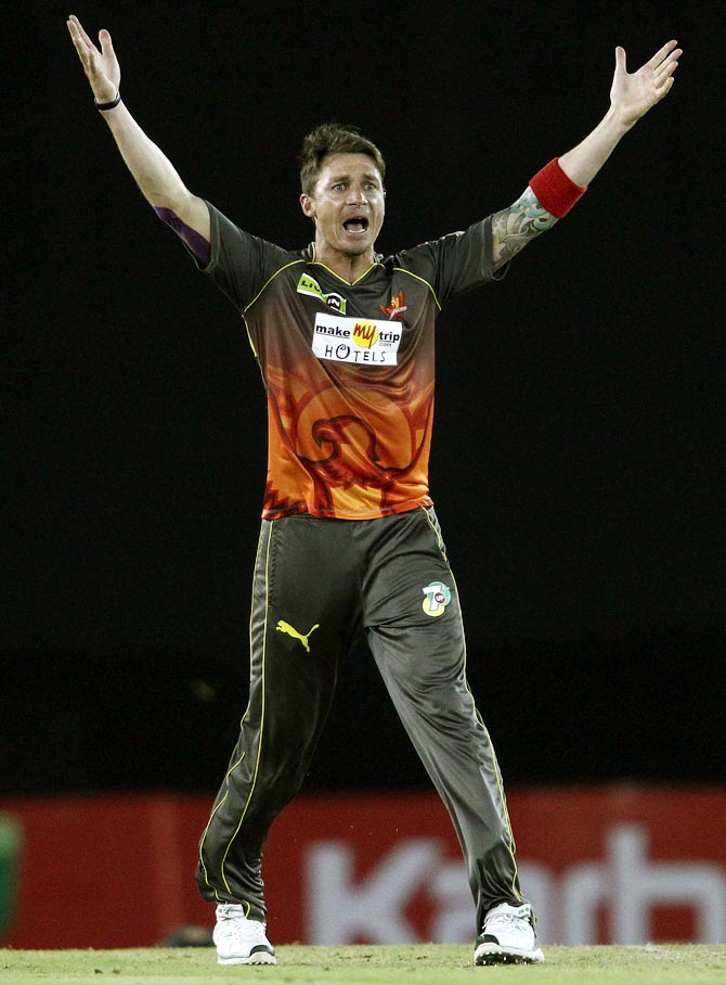 Dale Steyn appeals successfully for the wicket of Hamish Rutherford