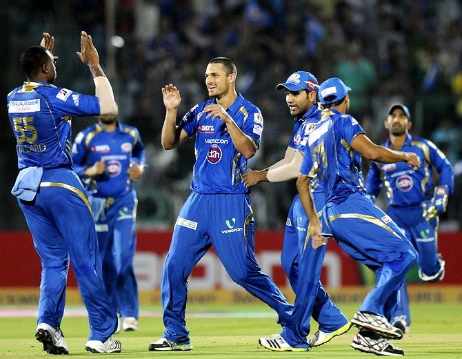 Nathan Coulter-Nile (centre) celebrates the wicket of Rahul Dravid with his team mates