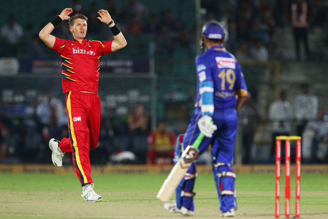 Dwaine Pretorius of the Highveld Lions reacts