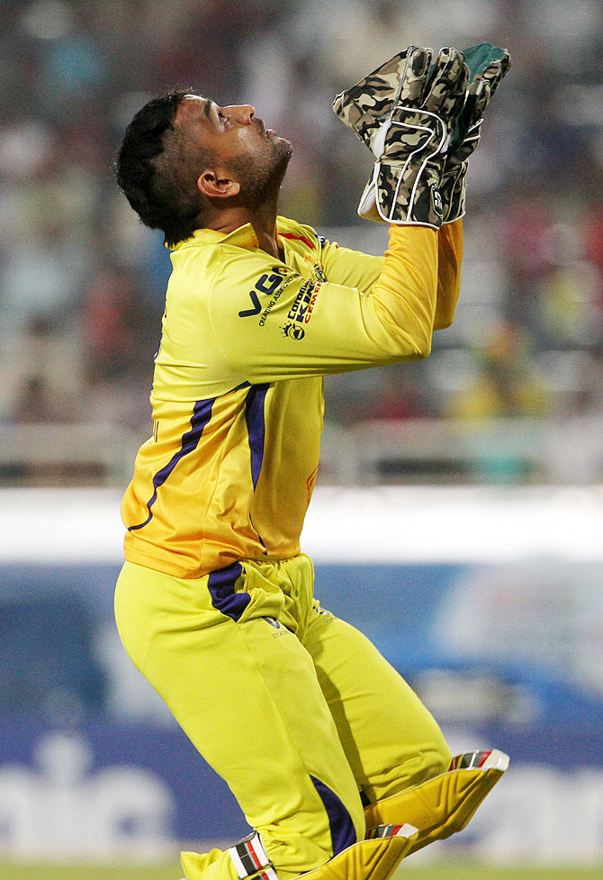 MS Dhoni takes a catch to dismiss Hyderabad's Ashish Reddy