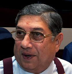 Srinivasan throws his weight around, re-elected unopposed at BCCI AGM