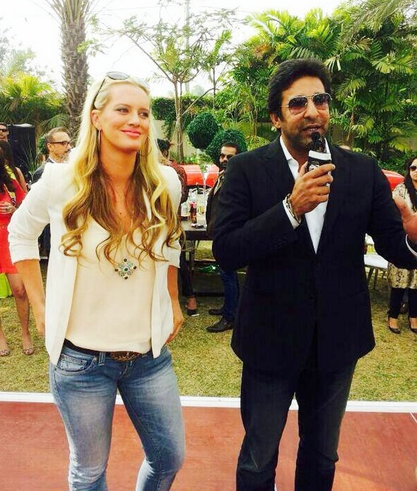 Wasim Akram with Shaniera Thompson