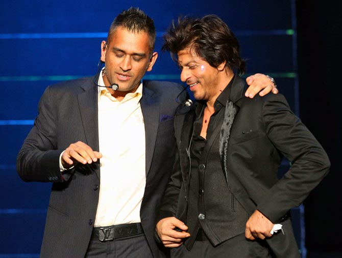 Mahendra Singh Dhoni (left) with Shah Rukh Khan