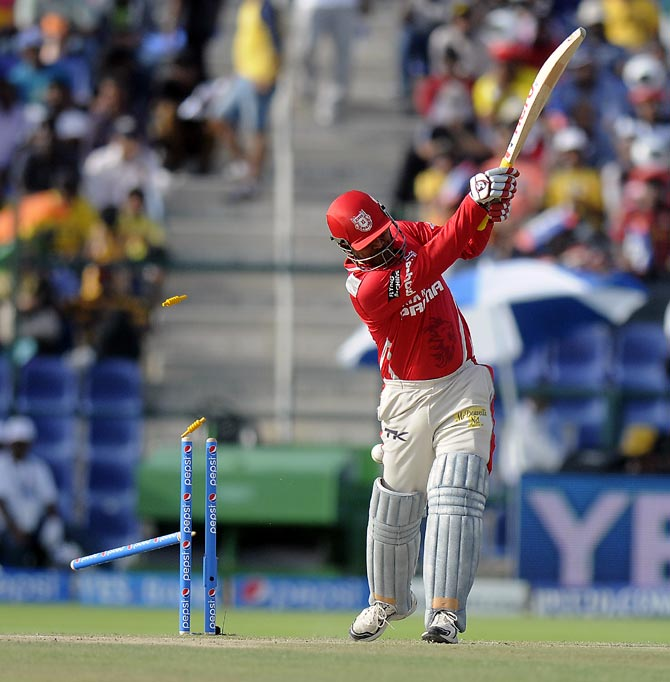 Virender Sehwag is bowled by Ashish Nehra