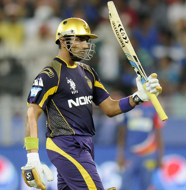 Robin Uthappa acknowledges the cheers after scoring a fifty