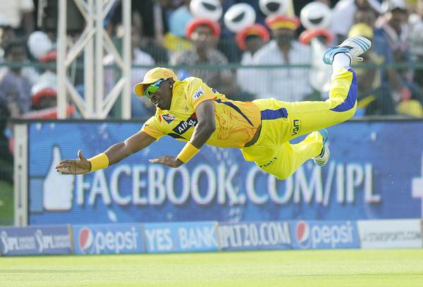 Dwayne Bravo dives to stop a switch hit by Glenn Maxwell in Chennai's match against Kings XI Punjab
