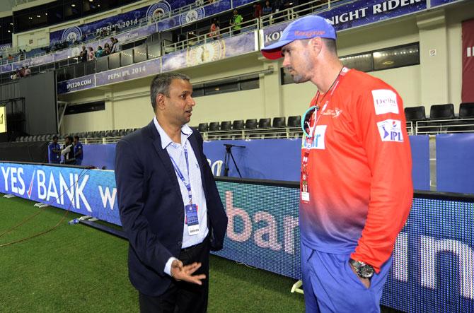 IPL COO Sundar Raman with Delhi captain Kevin Pietersen