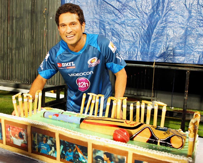 Sachin Tendulkar cuts his birthday cake during IPL 6