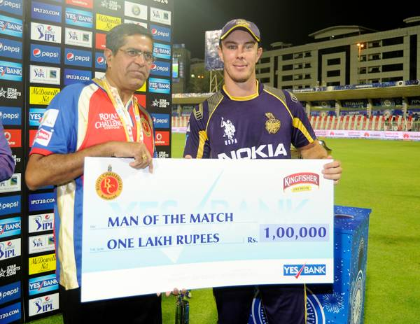 Chris Lynn receives the man of the match award after the KKR-RCB match