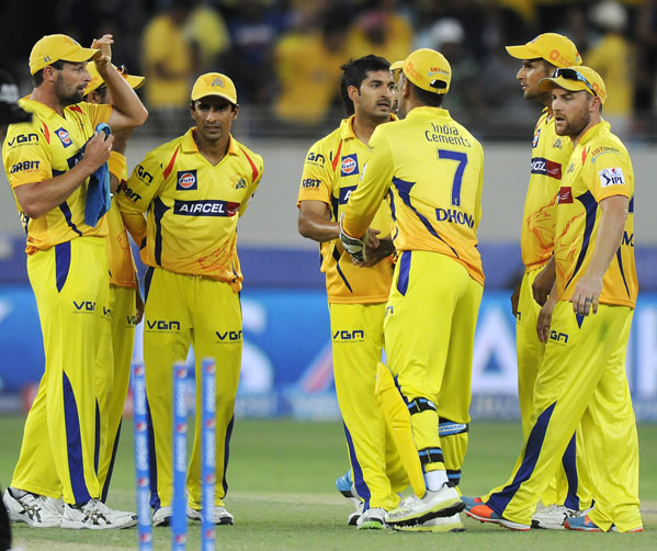 Mohit Sharma celebrates with his Chennai Super Kings teammates after taking a Mumbai wicket