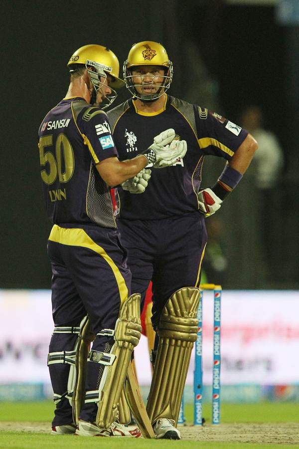 Chris Lynn and Jacques Kallis during their 80-run third wicket partnership