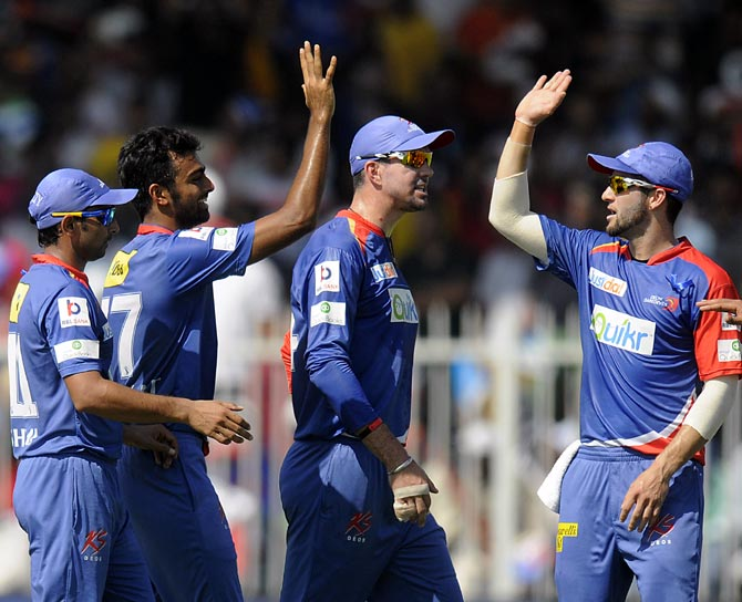 Jaydev Unadkat (2nd right) celebrates the wicket of Michael Hussey with his team mates