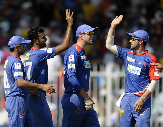 Jaydev Unadkat (2nd right) celebrates the wicket of Michael Hussey