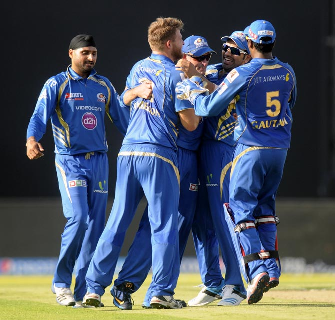Corey Anderson celebrates with his team mates after taking the wicket of Quinton de Kock