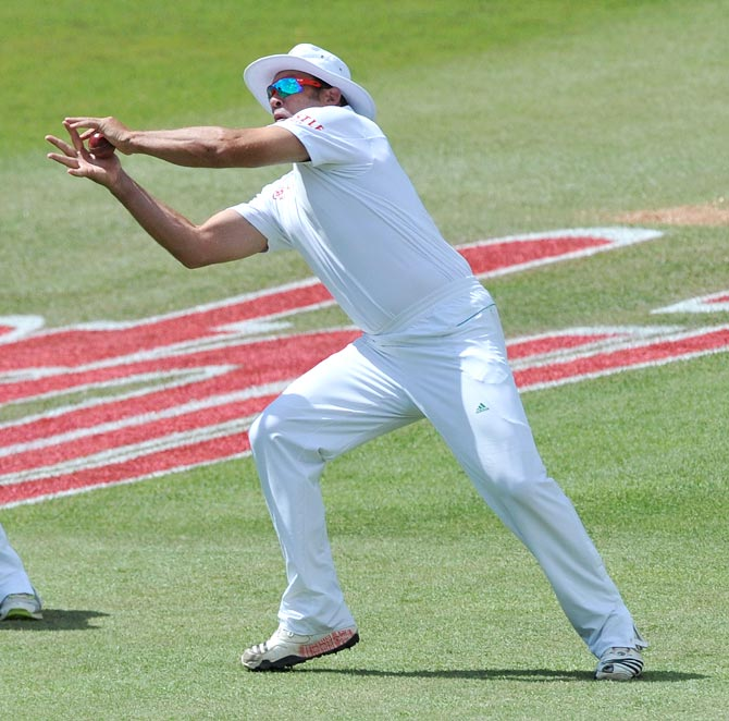 Jacques Kallis of South Africa takes the catch in the slips