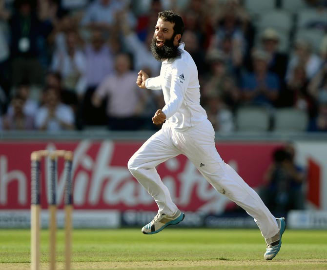 Moeen Ali of England celebrates dismissing Mahendra Singh Dhoni
