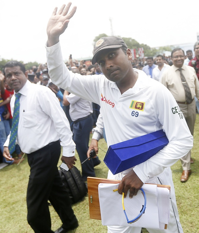Sri Lanka's Mahela Jayawardene waves at his fans