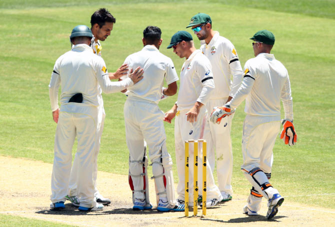 Australian players check on Virat Kohli after he was hit by a bouncer