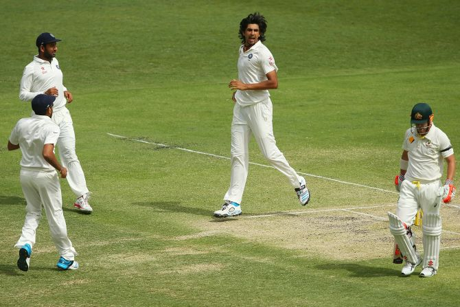 Rediff Sports - Cricket, Indian hockey, Tennis, Football, Chess, Golf - 'It's time Ishant starts spearheading the attack and take wickets'