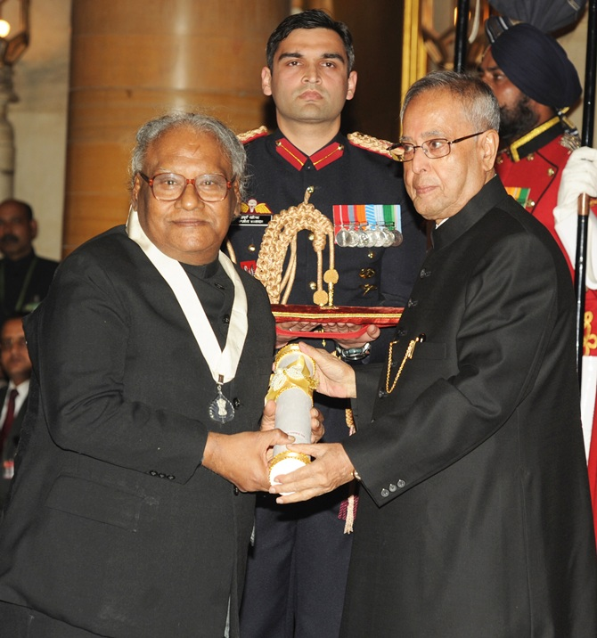 President Pranab Mukherjee presents the Bharat Ratna Award 2014 to Prof. CNR Rao at an Investiture ceremony in New Delhi on Tuesday