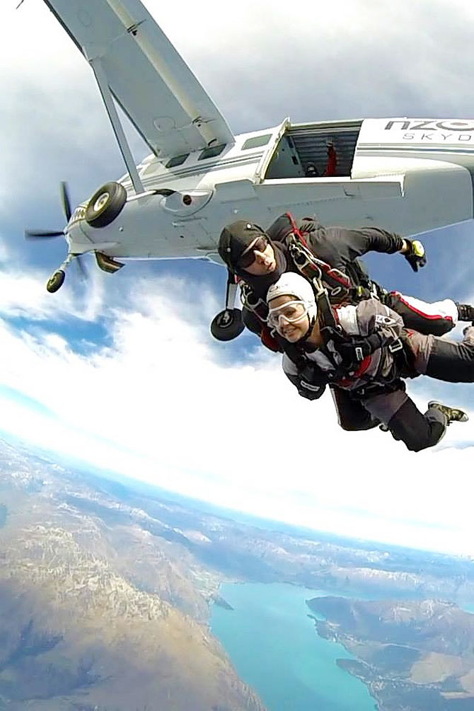 MS Dhoni's wife Sakshi Dhoni jumping out of a plane