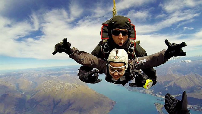 MS Dhoni's wife Sakshi Dhoni freefalling over Queenstown