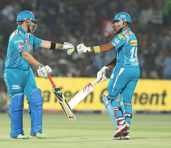 Aaron Finch (left) with Robin Uthappa