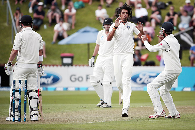 Ishant Sharma (2nd from right) celebrates the dismissal of Hamish Rutherford (left) on Day 1 of the second Test against New Zealand at the Basin Reserve in Wellington on Friday