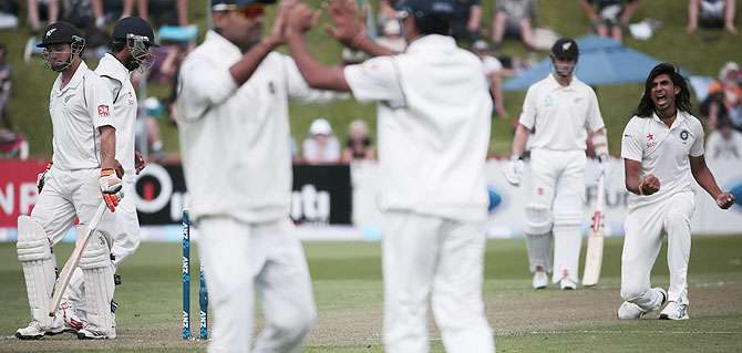 Ishant Sharma celebrates after scalping his fifth wicket, BJ Watling