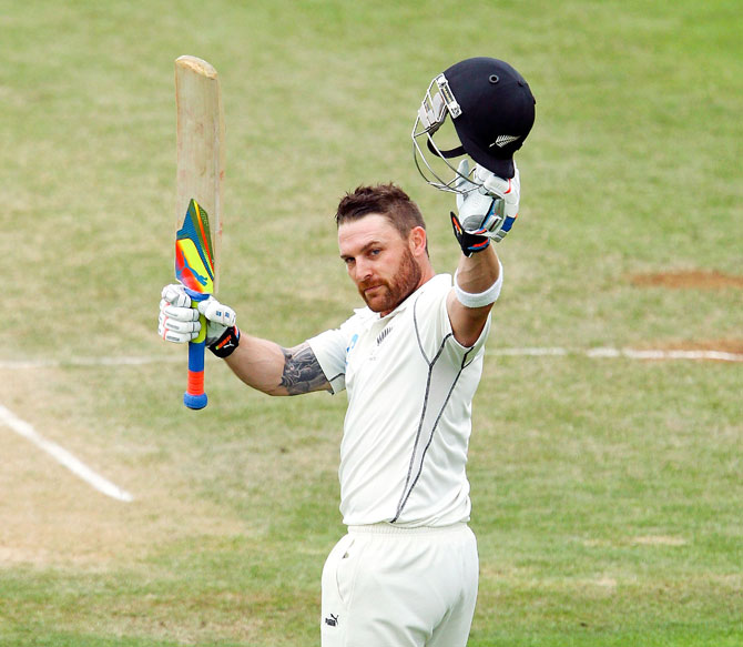 Brendon McCullum acknowledges the applause of the crowd