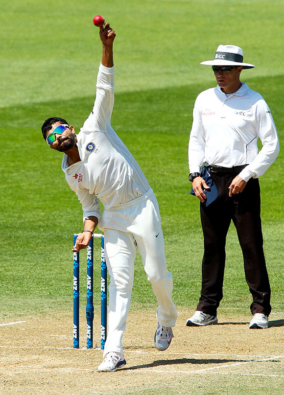 Ravindra Jadeja bowls during Day 4 of the second Test