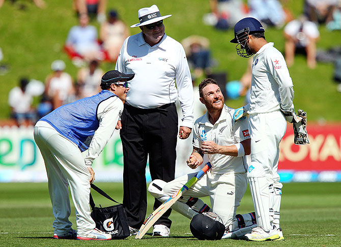 Brendon McCullum chats with Mahendra Singh Dhoni during a break in play