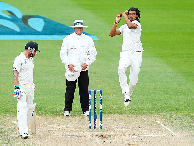 Ishant Sharma bowls on Day 5 of the second Test