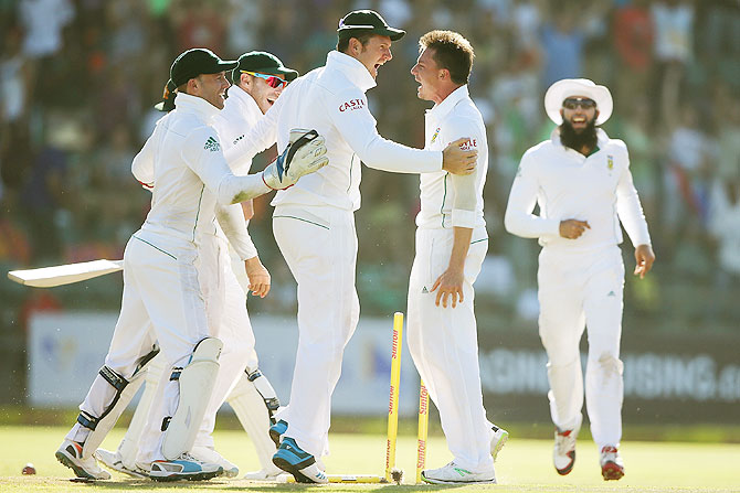 Dale Steyn of South Africa celebrates with his teammates after getting the wicket of Brad Haddin of Australia on Sunday