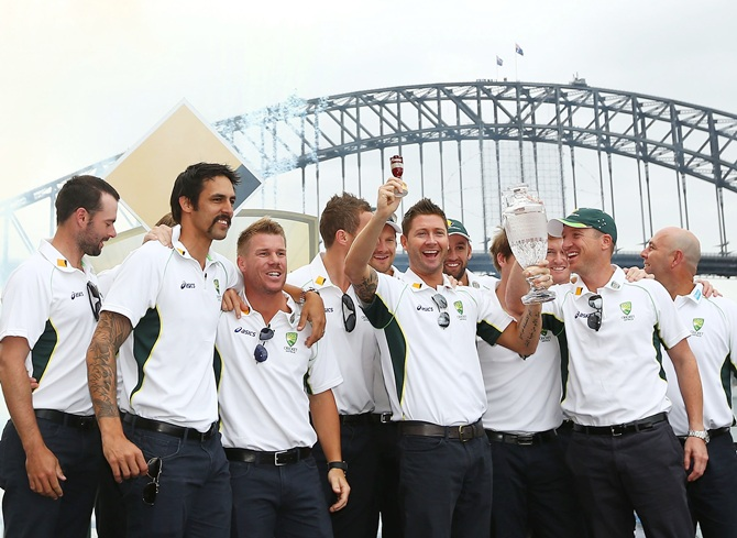 Australian Ashes squad poses during the celebrations at Sydney Opera House
