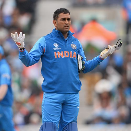 'As a leader, Dhoni's not accessible to his teammates'