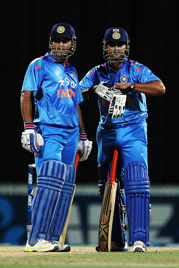 MS Dhoni (left) and Suresh Raina (right) of India