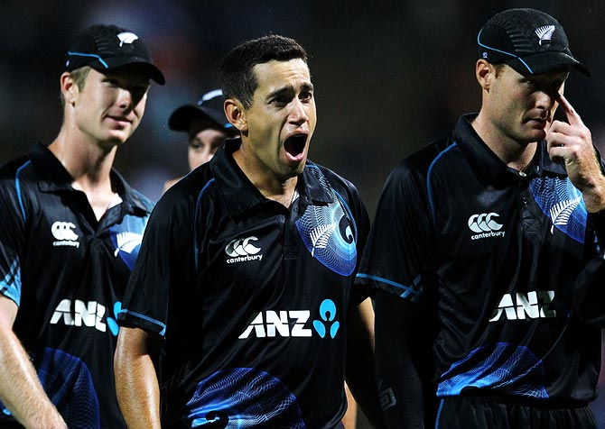 Ross Taylor (centre) celebrates with his team mates after winning the second ODI in Hamilton.