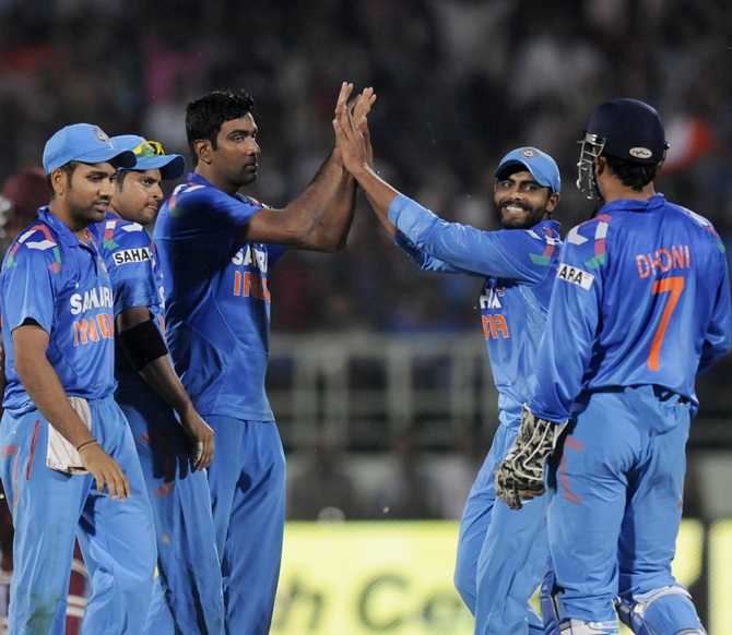 R Ashwin celebrates the fall of a wicket with teammates