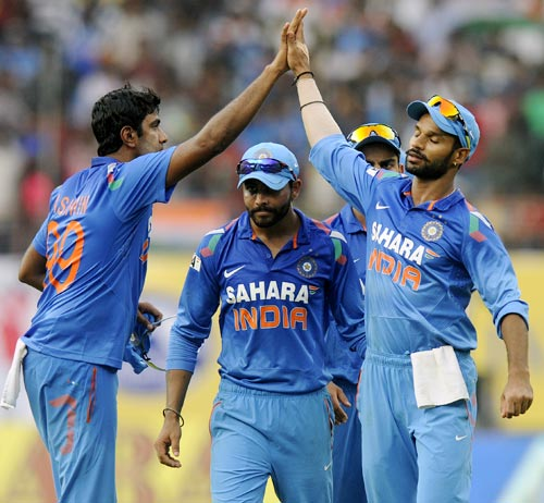 R Ashwin celebrates the fall of a wicket with Shikhar Dhawan