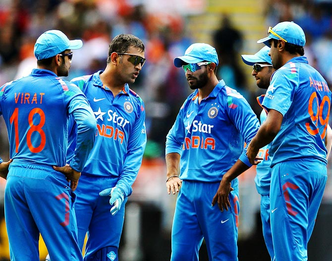 India captain Mahendra Singh Dhoni (2nd left) speaks to his team