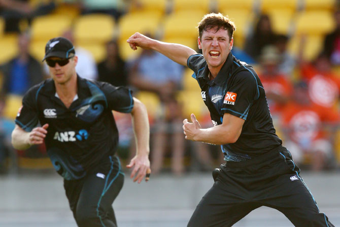 Matt Henry of New Zealand celebrates his wicket of Ajinkya Rahane of India