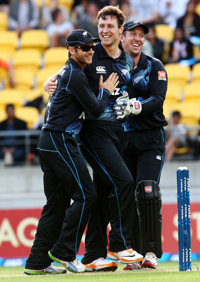 Matt Henry (centre) celebrates the wicket of Shikhar Dhawan