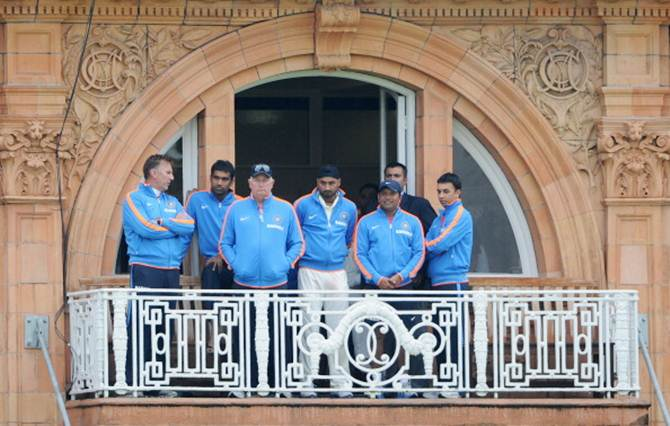 India coach Duncan Fletcher (3rd left) waits with his team on the players balcony as rain stops play during the first Npower Test against England at Lord's Cricket Ground