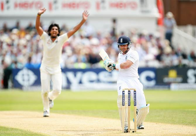 Ishant Sharma celebrates after having Ian Bell caught behind by Mahendra Singh Dhoni