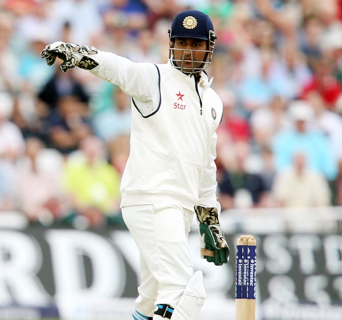 Should Kohli replace Dhoni as India's Test captain?